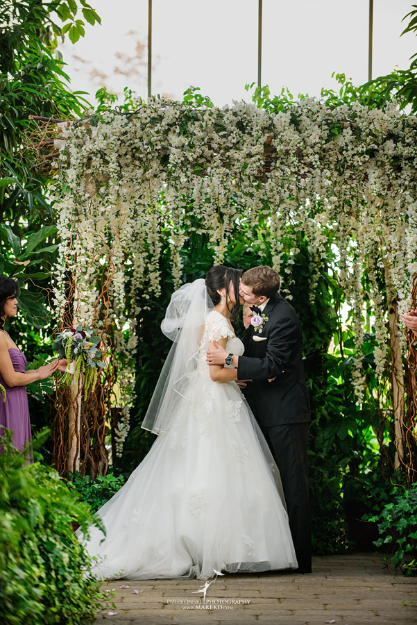catherine-brian-fall-wedding-ceremony-reception-photographer-pictures-planterra-october-conservatory-west-bloomfield-michigan34