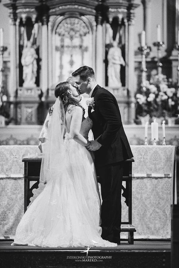 mary-dan-wedding-ceremony-mass-reception-old-st-marys-detroit-michigan-boulder-pointe-golf-club-oxford-spring21