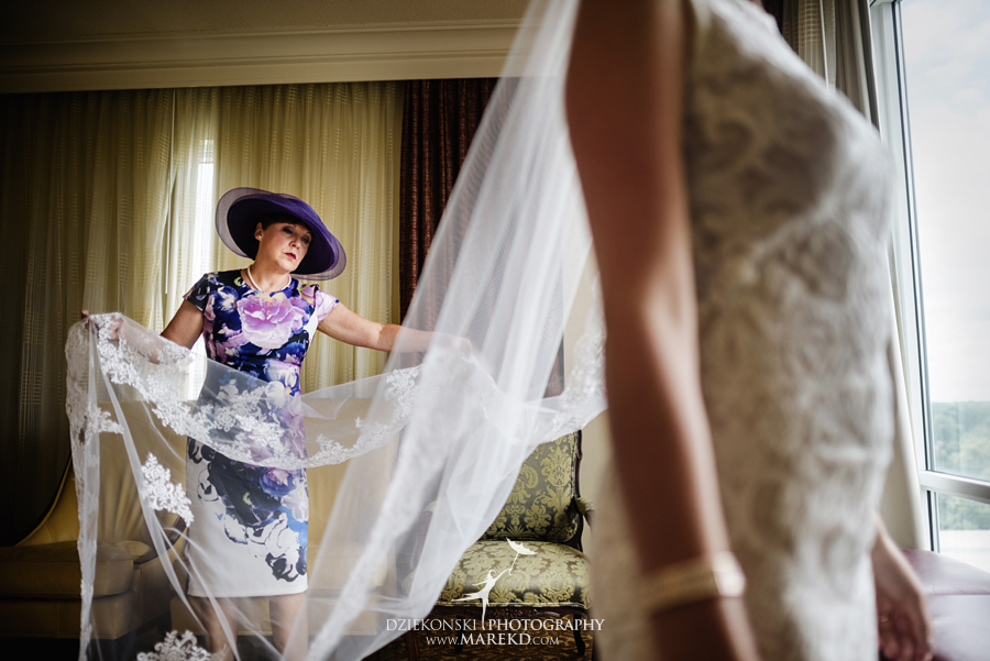 Lauren-Kevin-centerpoin-marriott-bloomfield-hills-st-hugo-of-the-catholic-church-ceremony-reception-wedding-pictures-photographer-michigan13