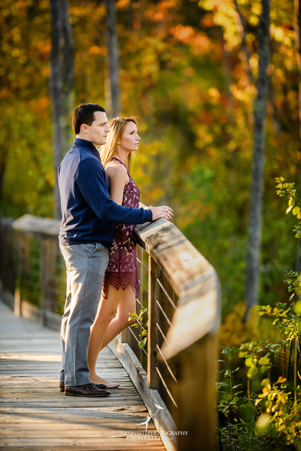 kallie-scott-engagement-session-fall-michigan-clarkston-park-independence-oaks-ideas-dress-leaves10