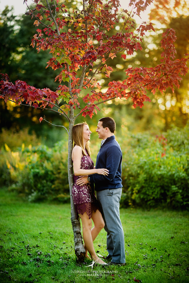kallie-scott-engagement-session-fall-michigan-clarkston-park-independence-oaks-ideas-dress-leaves16