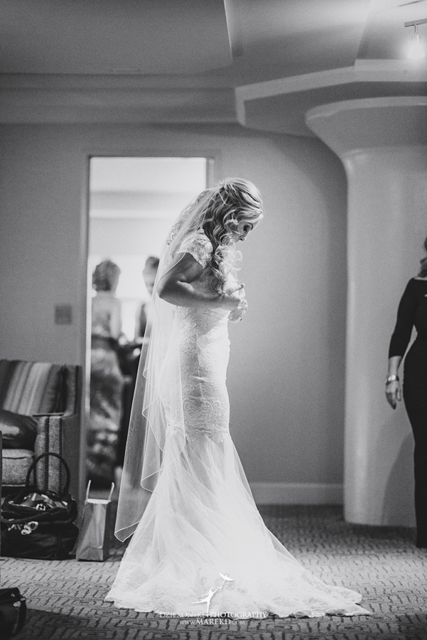 sarah-ryan-wedding-ceremony-reception-cathedral-most-blessed-sacrament-atheneum-suite-hotel-downtown-detroit-michigan-photographer-pictures-fall-train-station009