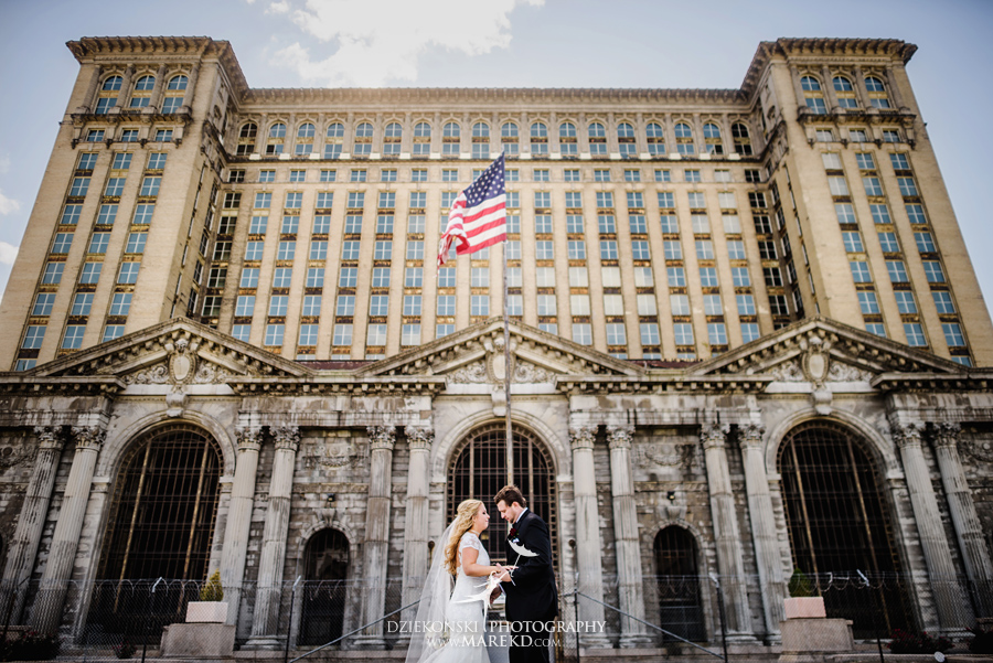 sarah-ryan-wedding-ceremony-reception-cathedral-most-blessed-sacrament-atheneum-suite-hotel-downtown-detroit-michigan-photographer-pictures-fall-train-station038
