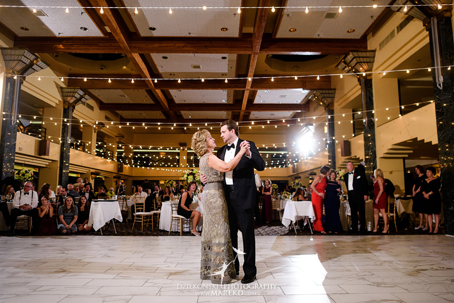 sarah-ryan-wedding-ceremony-reception-cathedral-most-blessed-sacrament-atheneum-suite-hotel-downtown-detroit-michigan-photographer-pictures-fall-train-station092
